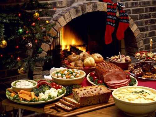 В ответ колядующие получают подарки колбасу, жареные каштаны, фрукты, яйца, пирожки, сладости