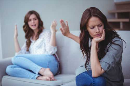 К сожалению, отношения матери и дочери далеко не всегда складываются идеально
