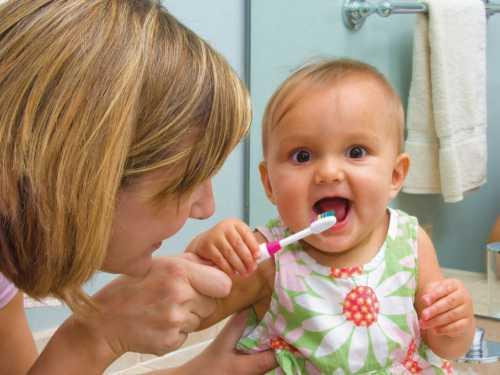 Правильный уход за детскими зубами
