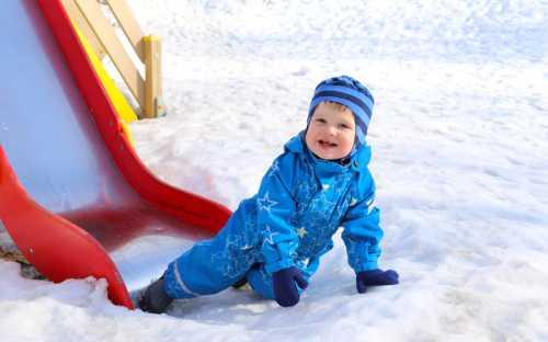 Гуляем с ребенком зимой: правильная одежда