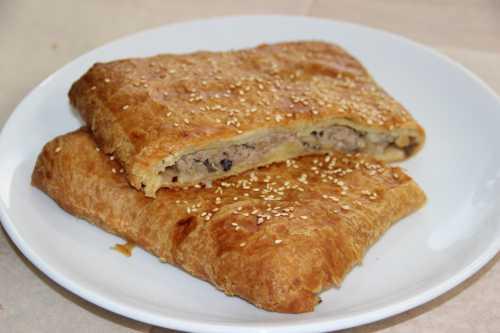 Как приготовить пирог с слоеного теста с мясом