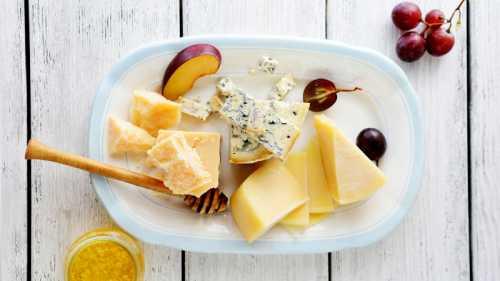 Что нужно делать, чтобы купленный сыр хранился как можно дольше, не портясь и не меняя своих вкусовых качеств