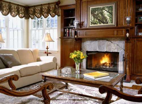 В уютном оформлении дома не последнюю роль играет выбор цветовых оттенков поверхностей стен, мебельных наборов и одежды для окон