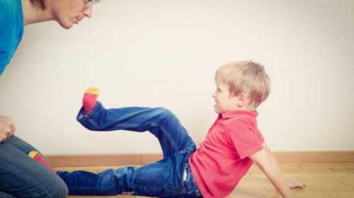 Малыш скован запретами и не может естественным образом удовлетворять естественные познавательные потребности
