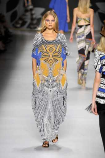 Джинсовые платья года модные фасоны, расцветка и декор мая