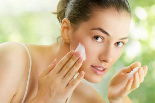 Данная процедура противопоказана тем, у кого на лице есть сосудистые звездочки или капилляры расположены очень близко к коже