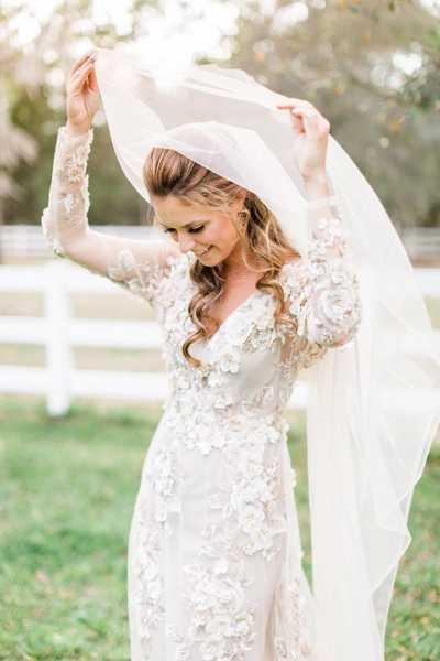 Прически на свадьбу: 15 роскошных вариантов с фатой
