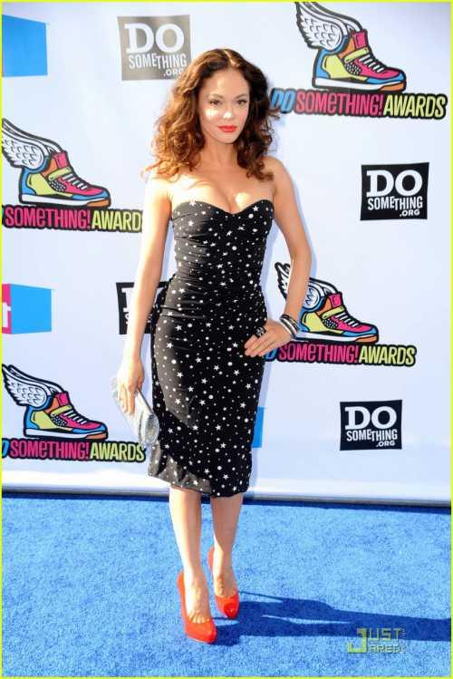 Оцени стиль звезды: что выбрали модницы на VH1 Do Something Awards фото