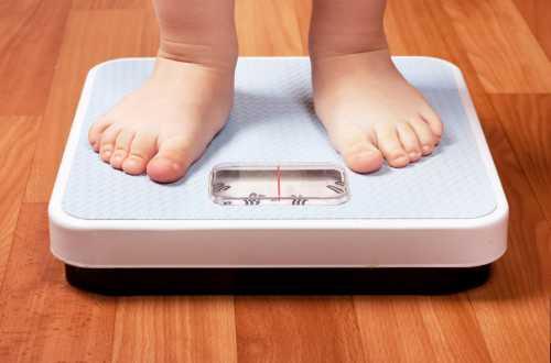 Существует несколько причин появления избыточного веса у детей, возникающих изза патологий развития врожденный гипотиреоз возникает изза дефицита гормонов щитовидной железы синдром