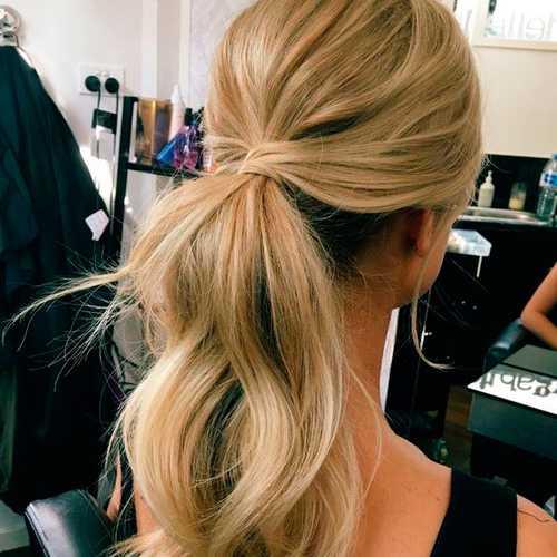 Изза приклеивания накладных прядей, ломаются натуральные волосы и на голове образуется плешь