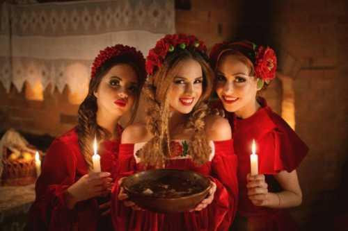 Новогодние традиции в России, приметы, советы, гадания и гуляния