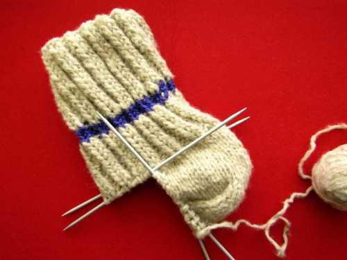 Носочки для родных - вяжем на пяти спицах