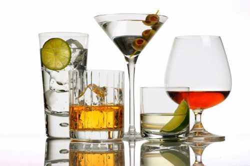 Граппа, кальвадос, киршвассер, сливовица эти напитки получают при дистилляции грушевого граппа, яблочного кальвадос, вишневого киршвассер, сливового сливовица сусла