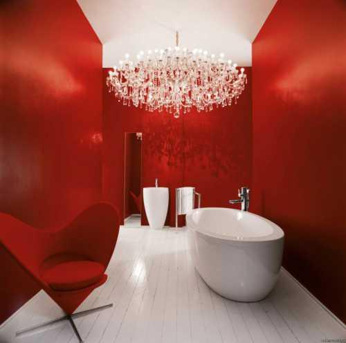 В небольших комнатах или при нестандартных планировках отлично впишется угловая ванна или компактная душевая кабина