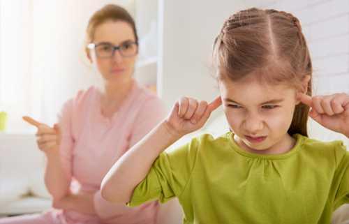 Не будем забывать о том, что иногда сами родители подают своим детям не очень хороший пример
