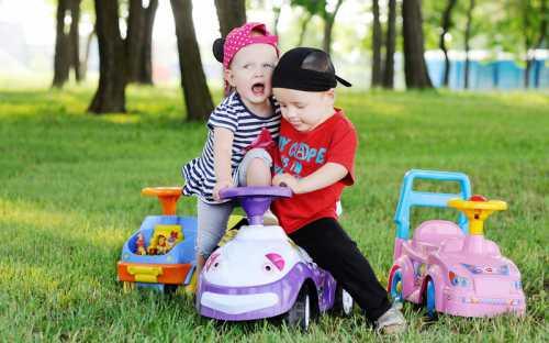 Двухлетний малыш может последовать вашим советам поделись и поменяйся, но ни в коем случае не обязан всегда делать это