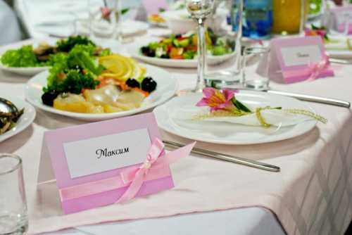 Гостевой этикет:  рассаживаем гостей за столом