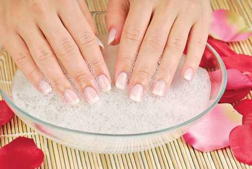Косметическую глину нужно растворить в стакане воды обязательно теплой, затем добавить чайную ложечку глины