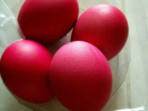 Как красить яйца свеклой: полезные советы