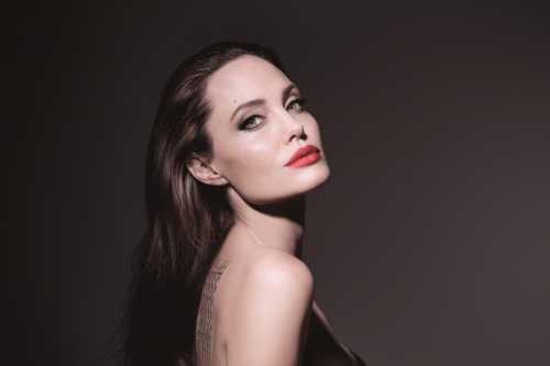 Анджелина Джоли снялась в новой рекламной кампании Guerlain