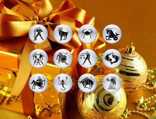 Отличный подарок для дам то, что не даст им соскучиться например, набор пазлов или шикарный набор нитей для вышивания