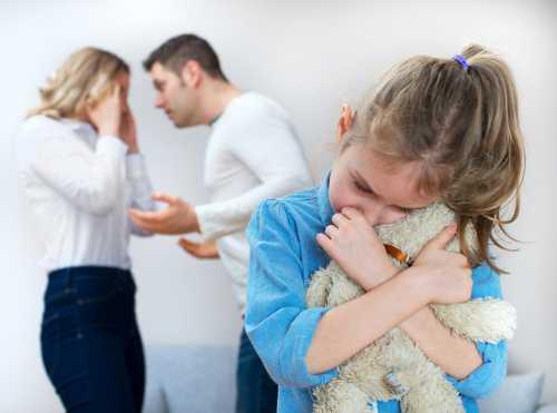 Пока не разводимся, он как бы на моей стороне, от родителей его немного защищает, а еслиуфф, страшно подумать