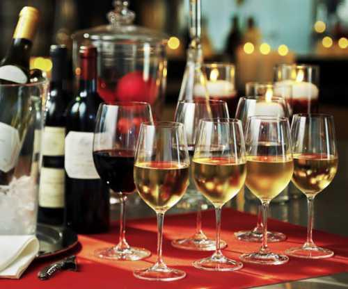 В этом случае идеальным решением будет подать к блюду красное полусухое вино