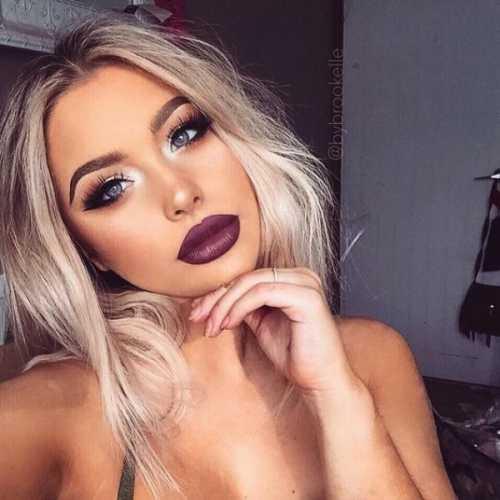 Мы остановили свой выбор на нежном макияже в лилово фиолетовой гамме, который деликатно подчеркнет цвет глаз и создаст праздничное настроение